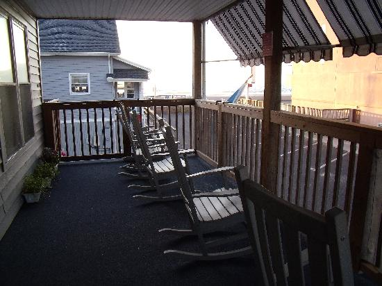 Beach Walk Hotel: Rocking Chairs on the Porch