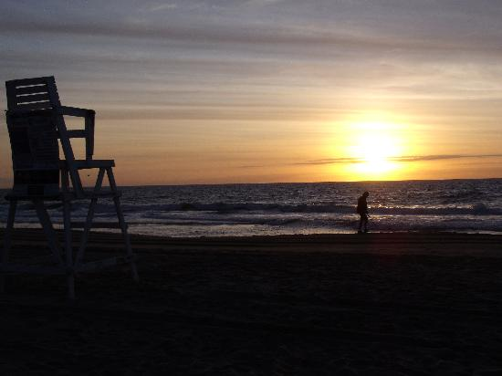 Beach Walk Hotel: Sunrise on the Beach