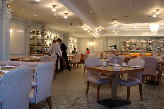 The Fountain Restaurant- Fortnum & Mason: Just as they open for Breakfast