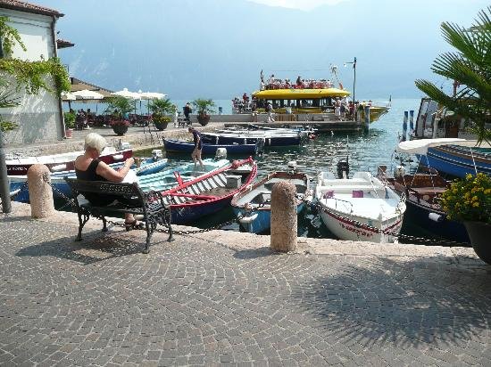 Majestic Palace Hotel: Just off the ferry at Limone