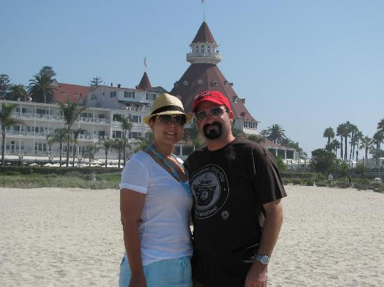 ‪‪Beach Village at The Del‬: Us on the beach infront of the Del Coronado‬