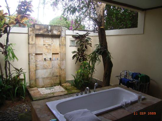 Natah Bale Villa: the beautiful bathroom