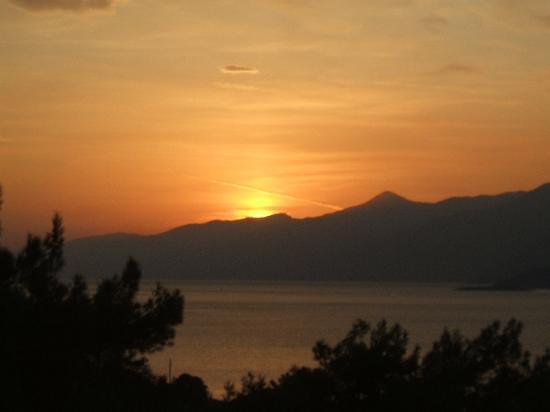 Maritsa's Bay Hotel: sun rise from the studio balcony