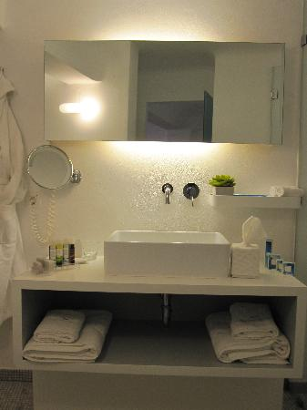 Grace Santorini Hotel: Bathroom (Junior Suite 55)