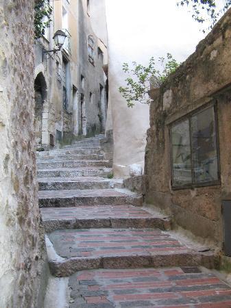 Les Deux Freres: Vilage street