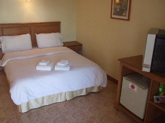 Secrets Bar, Nightclub & Hotel: Comfortable big bed