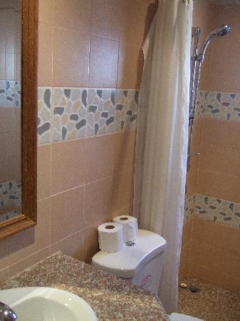ซีเคร็ตส์บาร์ ไนท์คลับ & โฮเต็ล: Bathroom