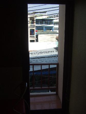 ซีเคร็ตส์บาร์ ไนท์คลับ & โฮเต็ล: Window - no views here