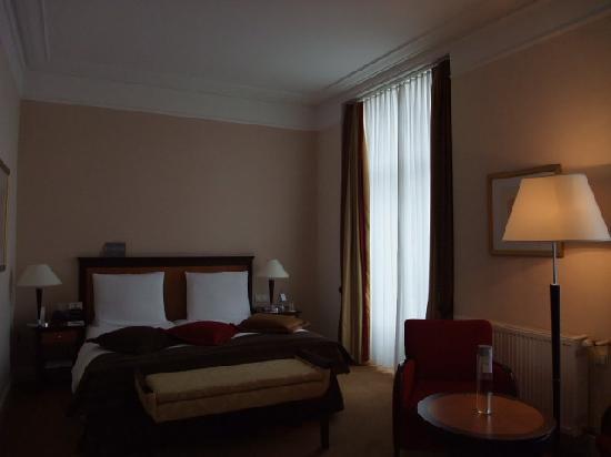 Dom Hotel Koeln: お部屋