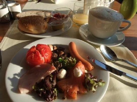 Dom Hotel Koeln: 朝ご飯