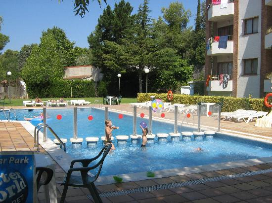Aparthotel Las Mariposas: The pool