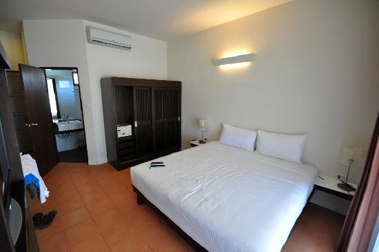 Lamai Wanta : Our room (deluxe I think), bed was comfortable and NOT two singles pushed together!