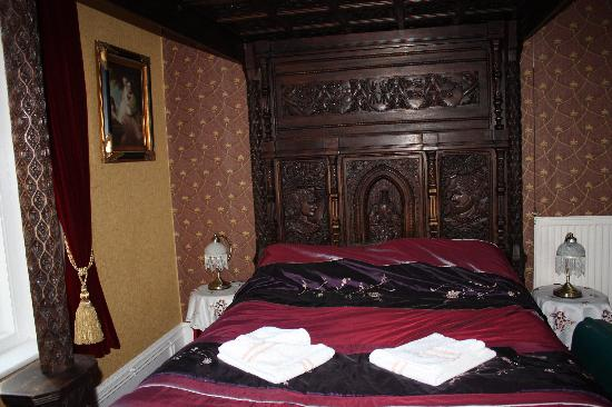 Eastmount Hall Hotel: Lovely bed