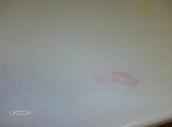 Scottish Inns & Suites Springdale : DIRTY COUNTER TOPS
