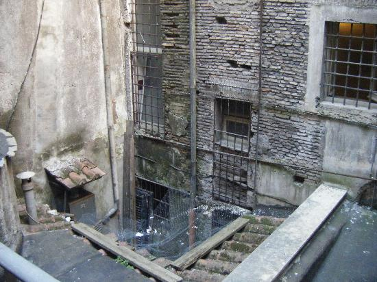 Hotel Navona: This is the view from our balcony-room 24
