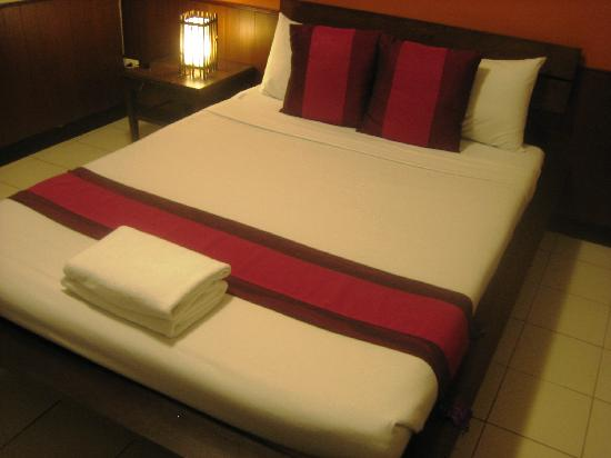 Western House Hotel: bed