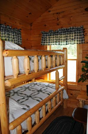Finger Lakes Mill Creek Cabins: Bunk Room