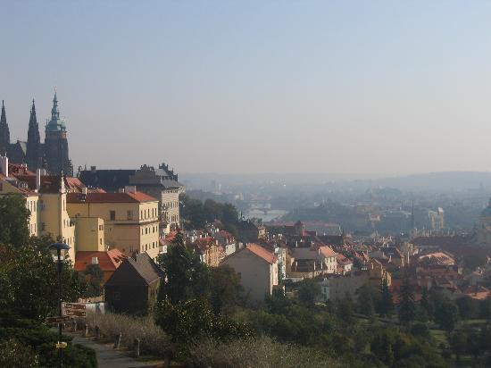 Iris Hotel Eden: vue des hauteurs de Prague