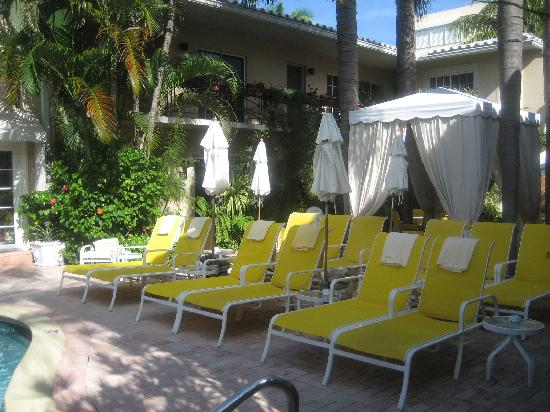 La Casa Hotel: Lounge and sun bathing area