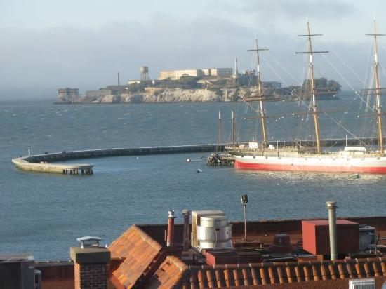 Fairmont Heritage Place, Ghirardelli Square: The view from the terrace to Alcatraz