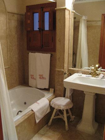 Hotel La Llave de la Jurderia: Bathroom