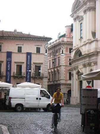 Centro Accoglienza Padre Minozzi: Piazza San Apollinare