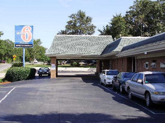 Motel 6 Tallahassee Downtown: Front Entrance
