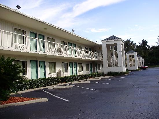 Motel 6 Tallahassee Downtown: The Rooms