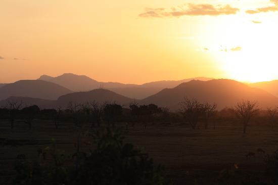 Sun n' Sand Beach: sun setting in tsavo east