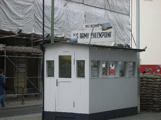 Days Inn Berlin City South: checkpoint charlie
