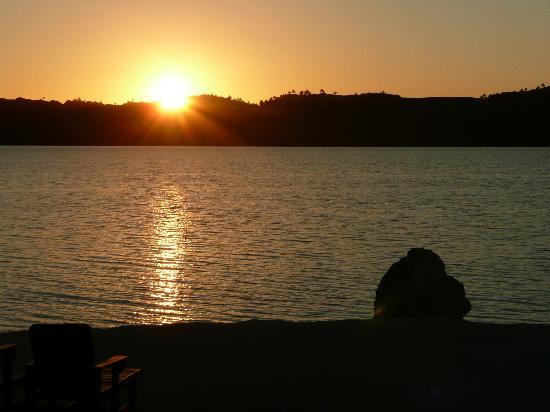 Inano Beach Bungalows: sunset at Inano Beach