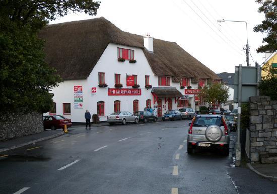 Merriman Hotel: Streetside view
