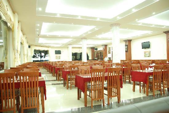 Ha Long Hotel : big restaurant