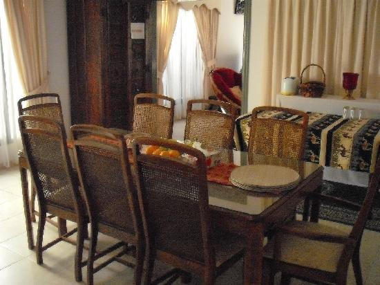 Nomad Guest House: Dining room