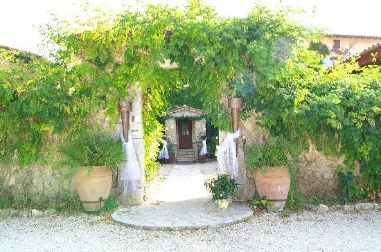 Le Mas Shabanou : The entrance