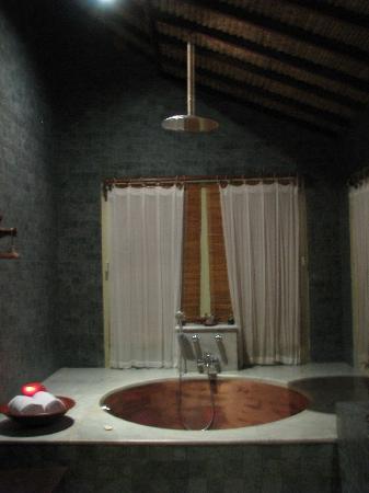 Hotel Tugu Lombok : bathroom