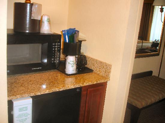 Holiday Inn Hotel & Suites Tallahassee Conference Center North: Microwave-Frig