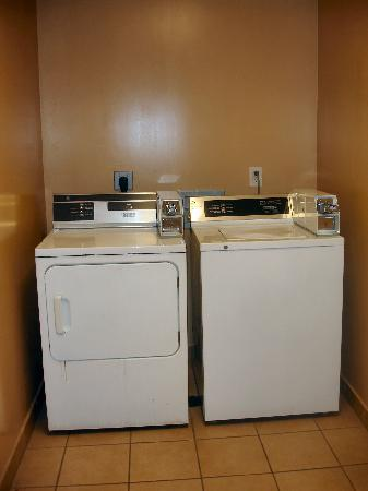 Holiday Inn Tallahassee Conference Center: Laundry