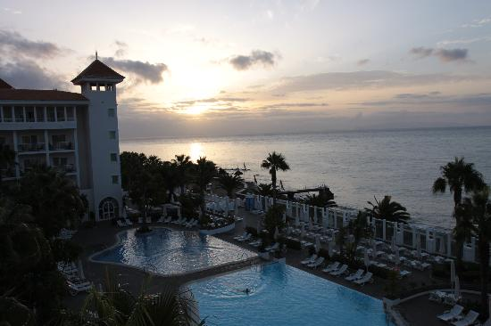 Hotel Riu Palace Madeira: View from our room at sunrise