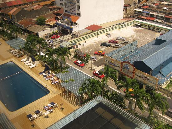 Hotel Jen Penang: Pool and surroundings