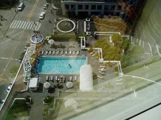 Fairmont Waterfront: Pool area from bedroom (apologies for reflections)
