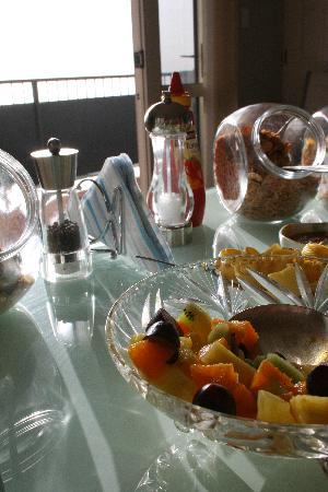 Beachside Bed & Breakfast: Our breakfast spread