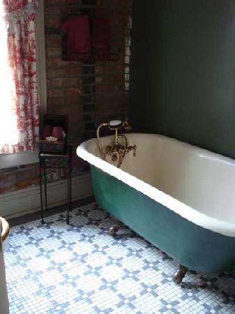 Iron Horse Hotel Bed & Breakfast: All of the rooms we saw had historic bathtubs, most claw-foot