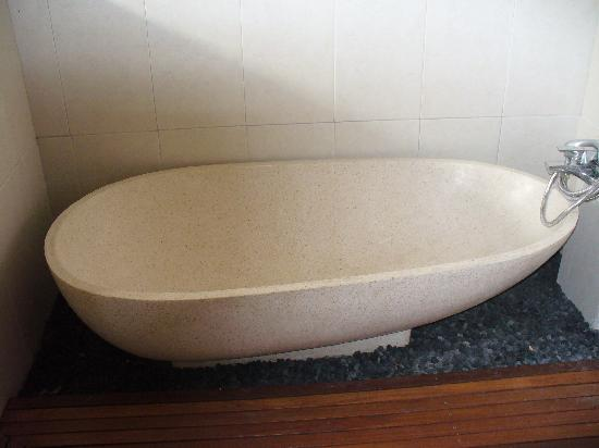 Bumi Ayu Bungalows: The new bathroom