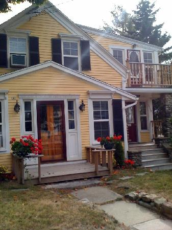 Lincolnville, ME: Sweet rental; backs up to the bay