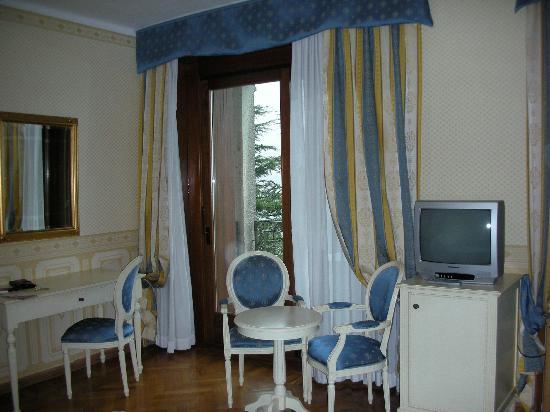 Hotel Catullo : Room 404 with Balcony Door