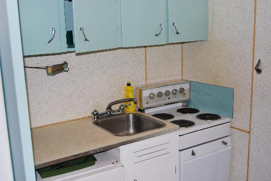Wedgewood Motel: Kitchenette