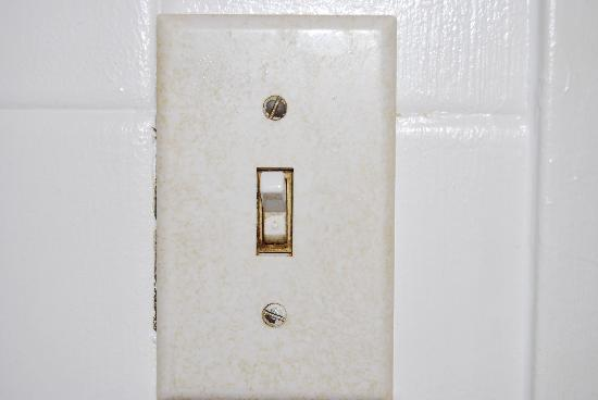 Wedgewood Motel: bathroom light switch...ugh