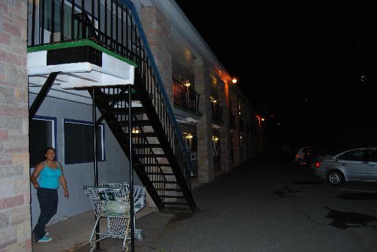 Wedgewood Motel: outside