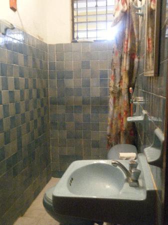 Hotel de Mar: the bathroom in the dorm room